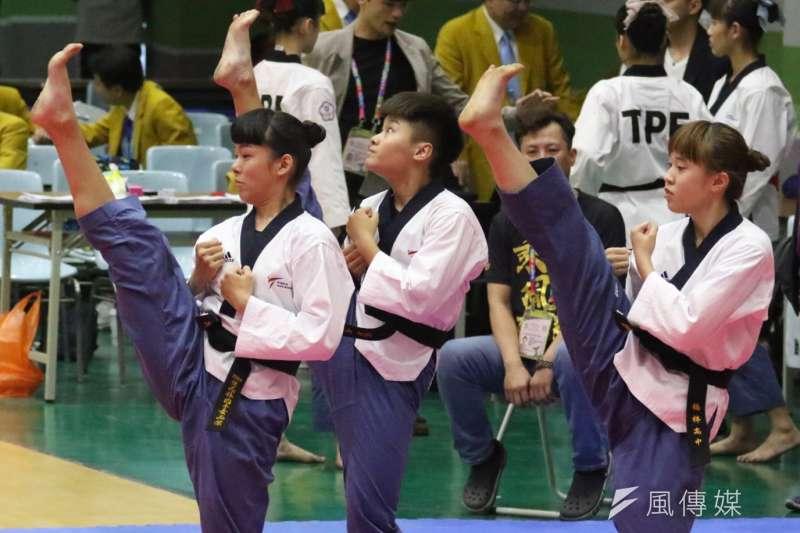 跆拳道品勢個人、團體賽在海青工商活動中心四樓展開,首日各組八強順利產生。(圖/徐炳文攝)