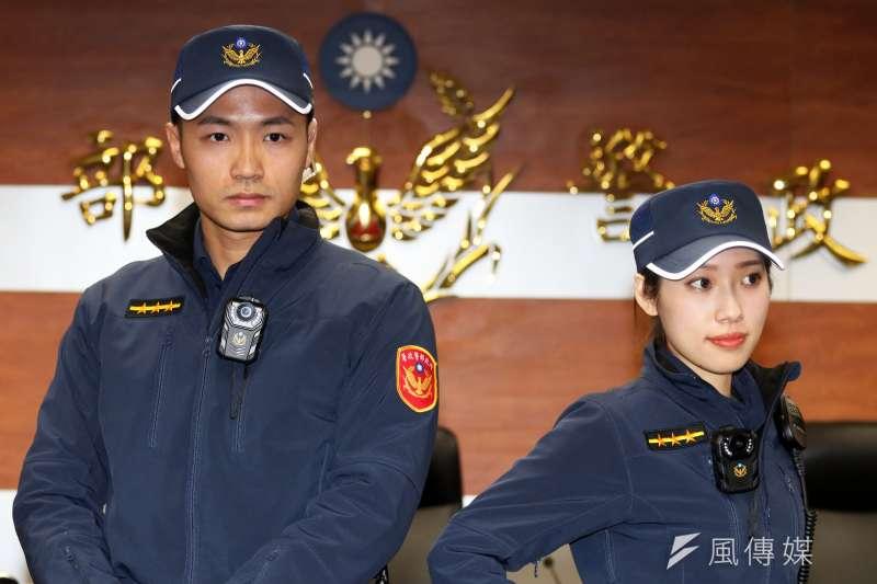 2019年4月18日全國警察同步大換裝,新式的藏青色警便服,強調機能性、延展性,這也是睽違30年的制服換裝。(蘇仲泓攝)