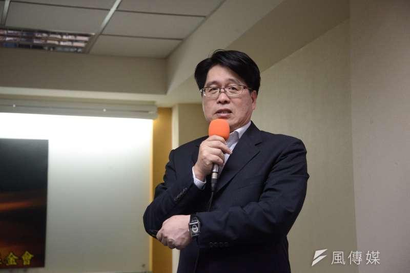 台灣民意基金會董事長游盈隆(見圖)6日於臉書發文,批總統蔡英文主張初選民調納入手機的行為是「自打嘴巴」、「給人一種輸不起、耍賴、無賴的感覺。」(資料照,甘岱民攝)