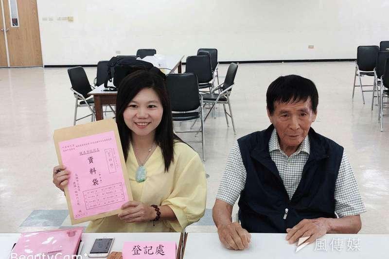力爭國民黨鳳山區立委提名的李雅靜(左)最後勝出、贏得初選。(圖/徐炳文攝)