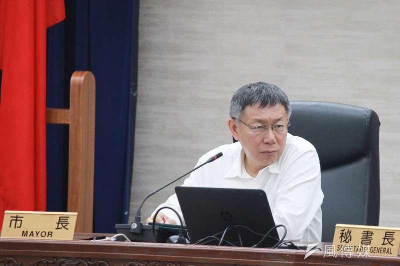 台北市長柯文哲25日上午在市府受訪之後,就前往行政院參加行政院會。(資料照,方炳超攝)