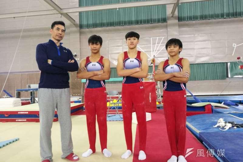 由左至右劉坤杰、林恩緯、劉各弘與教練黃柏瑞,完成全中運二連霸。(圖/徐炳文攝)