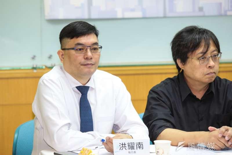 民進黨主席特助洪耀南在臉書發文感謝立陶宛捐助台灣2萬劑新冠疫苗。(資料照,顏麟宇攝)