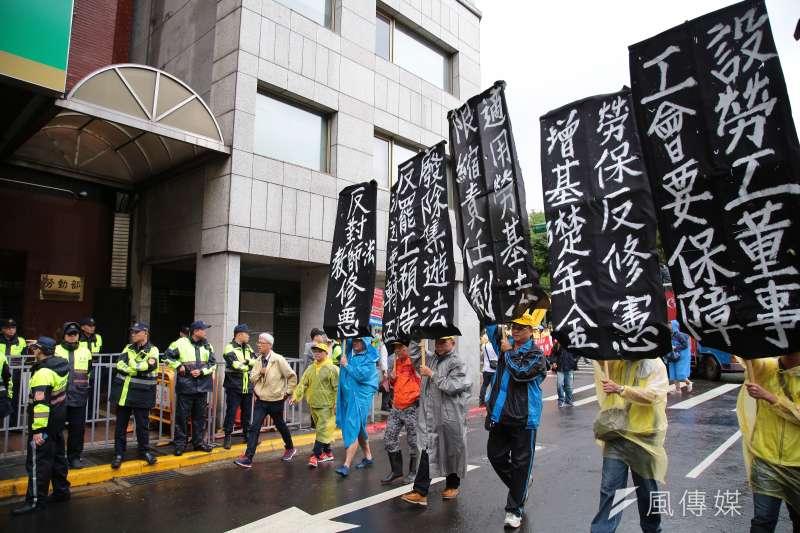 五一勞工大遊行今(1)日邁入第11年,此次遊行以「多休假、多保障」為主題,勞團一共提出9大訴求。(顏麟宇攝)