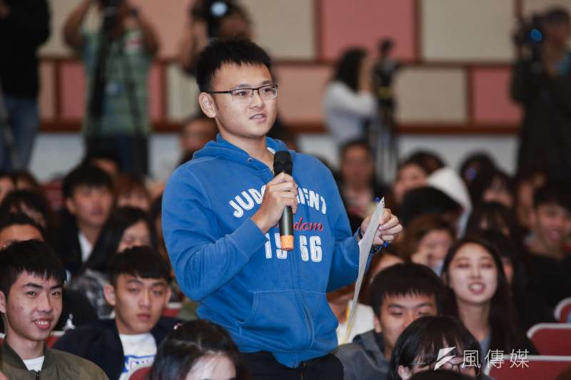 20190501-高雄市長韓國瑜1日至世新大學演講,世新學生勇於發問。(簡必丞攝)