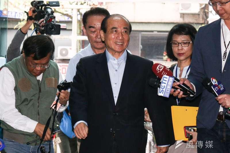 前立法院長王金平(前中)說,中華兒女一家親,本是同根生,血脈文化無法切割,所以台獨是假議題,根本行不通。(資料照,蔡親傑攝)