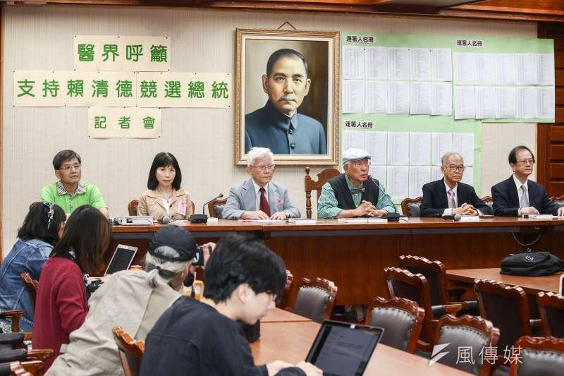 20190503-羅東聖母醫院前院長陳永興醫師(左四)3日主持「聲援賴清德陪他逗陣行」記者會。(蔡親傑攝)