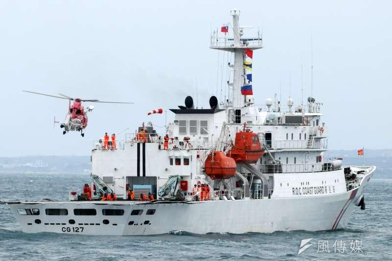 2019年5月4日,總統蔡英文出席金華暨海安十號演習,海豚直升機艦艇起落演練(蘇仲泓攝)