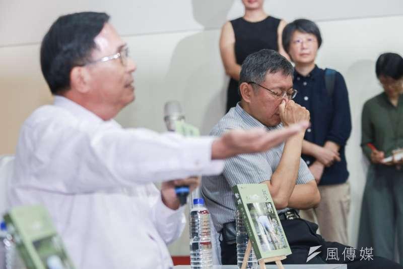 20190505-台北市長柯文哲(右)與前總統陳水扁(左)5日出席《堅持—陳水扁口述歷史回憶錄》新書發表會。(簡必丞攝)