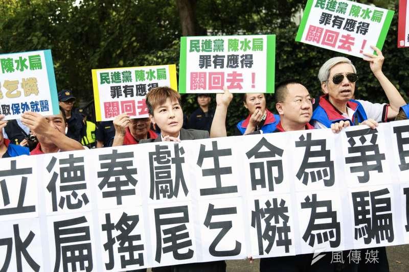 前總統陳水扁5日北上參加新書《堅持──陳水扁口述歷史回憶錄》新書發表會,統派團體中華統一促進黨(統促黨)到場抗議。(簡必丞攝)