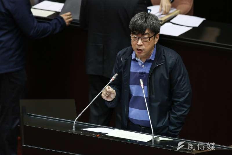 民進黨立委段宜康為了不吞曲棍球「陳情」監察院,果然讓監委彈劾檢察官。(陳品佑攝)