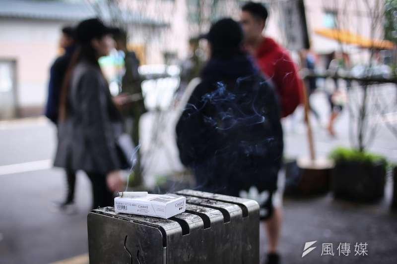 「校園全面禁菸」是《菸害防制法》中最原則性的法條之一,更是一般人認知中的理所當然,但現實情況又是如何呢?示意圖。(陳品佑攝)【吸菸有害健康】