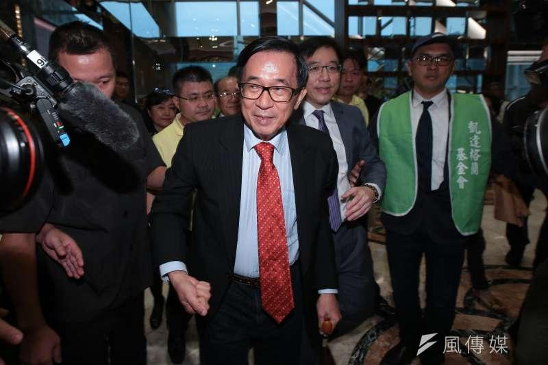 前總統陳水扁(前左二)對今天綠營5家民調結果表示「打死也不相信」,更點名黨中央抽樣母體出問題。(資料照,顏麟宇攝)