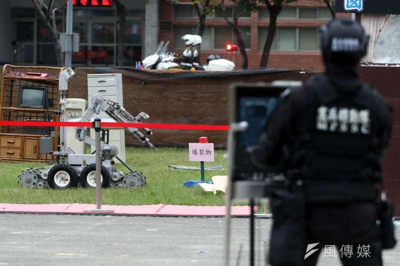 20190511-憲兵特勤隊裝備有防爆處理機器人,具有處理爆裂物的能量,近年對外展示演練,偶有機會見到此一科目。(蘇仲泓攝)