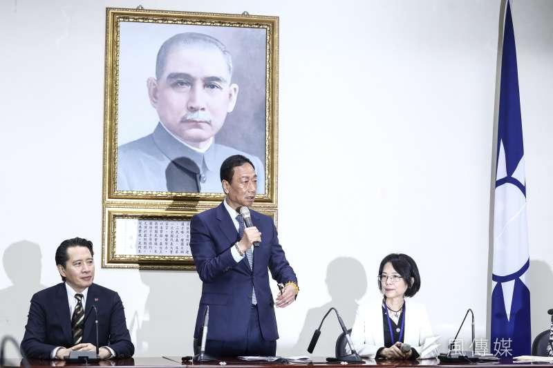 郭台銘昨日(23)到國民黨新竹市黨部參加座談會,喊出要將台灣打造成「全世界科技島」。(資料照,陳品佑攝)