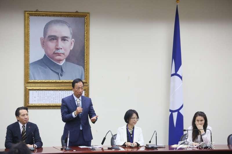 鴻海董事長郭台銘昨日(13)與國民黨黨主席吳敦義會面,針對總統初選提出三點訴求。(柯承惠攝)