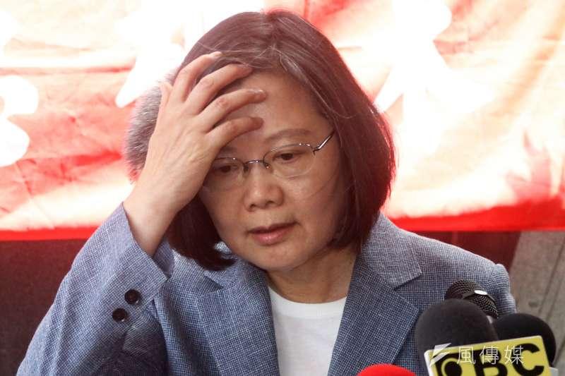 台灣制憲基金會17日公布最新民調,「最不希望誰當選總統」由總統蔡英文(見圖)及高雄市長韓國瑜奪下前兩名。(資料照,蘇仲泓攝)