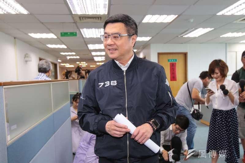 民進黨主席卓榮泰15日在中常會發表談話,他指出,中國以政治打壓台灣,使台灣未能受邀出席世界衛生大會(WHA),明顯與世界衛生組織(WHO)成立宗旨及憲章的精神背道而馳。(顏麟宇攝)