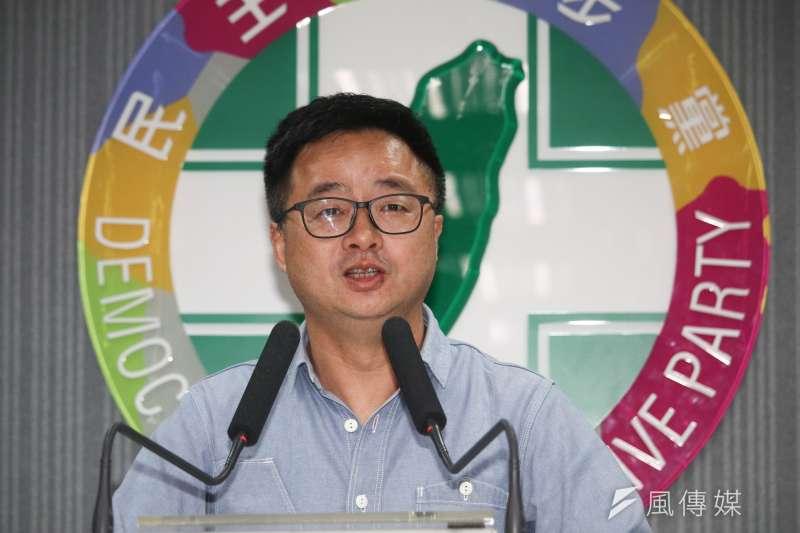 20190515-民進黨蔡賴協調會後,由秘書長羅文嘉主持記者會。(蔡親傑攝)