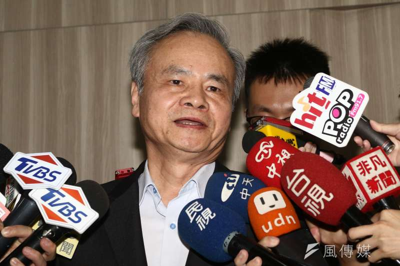 中華郵政總經理陳憲着16日召開記者會說明原委。(蔡親傑攝)