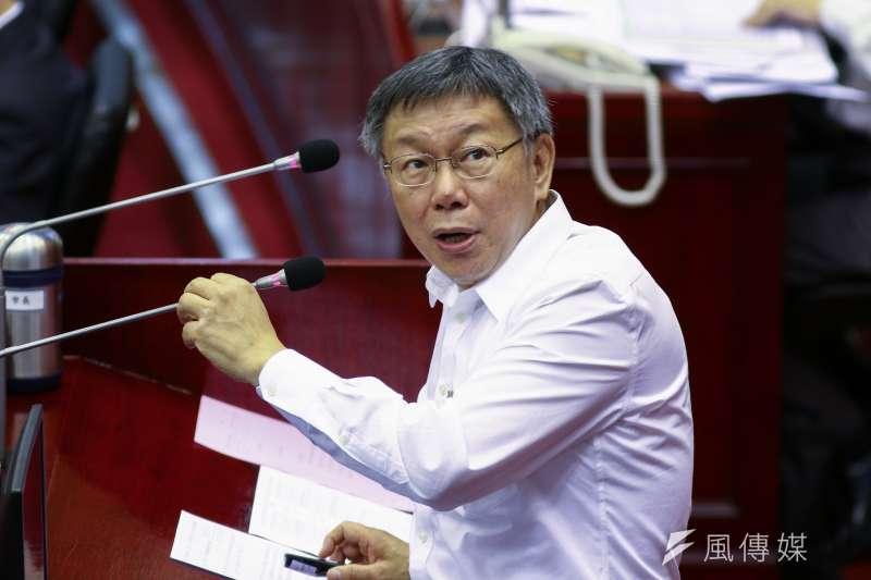 議員質詢台北市長柯文哲(見圖),問他和高雄市長韓國瑜在議會備詢表現誰比較好?柯文哲答「我們議員的水準比較高。」(蔡親傑攝)