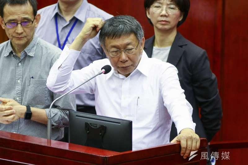 台北市議會16日進行市長專案報告,台北市長柯文哲(見圖)被問到,與高雄市長韓國瑜相比誰表現較好?還是韓國瑜真的很難表現?柯文哲回應,「我們的議員水準比較高。」(蔡親傑攝)