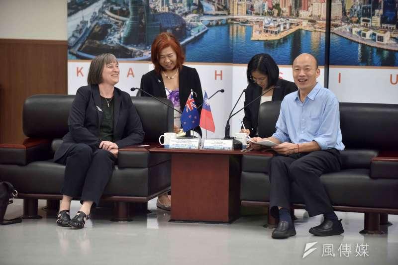 紐西蘭商工辦事處代表涂慕怡(前左)等一行人拜會高雄市政府,市長韓國瑜熱情接待。(圖/徐炳文攝)