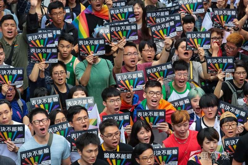 20190517-婚姻平權大平台與挺同人士17日於立院外舉行「婚權緊急動員令:表決不能輸」集會活動。(顏麟宇攝)