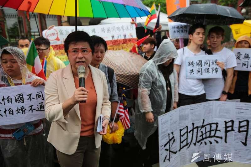 20190517-台灣伴侶權益推動聯盟理事長許秀雯17日於立院外舉行「平權無分異同,婚姻不限國籍」記者會。(顏麟宇攝)