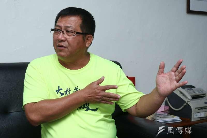 20190517-小港區鳳興里里長洪富賢表示反對油管進入社區。(蔡親傑攝)