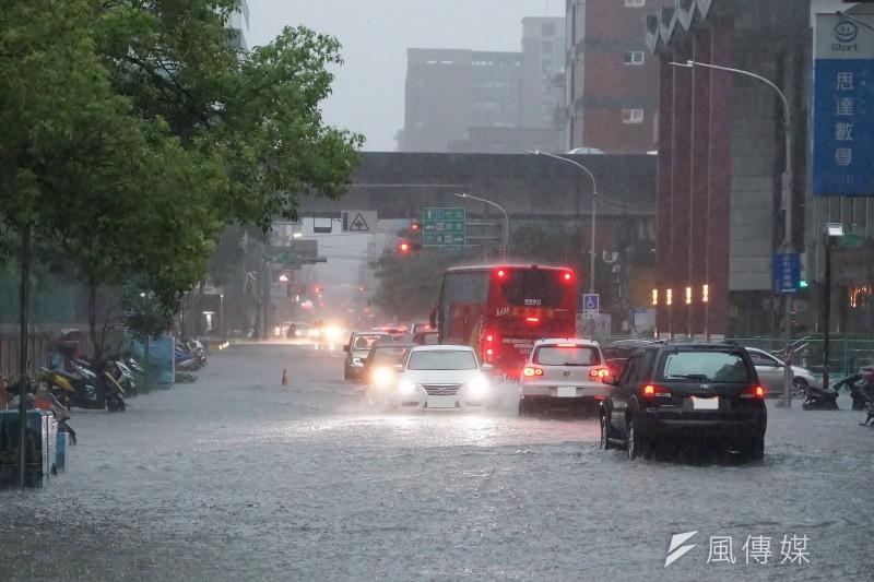 梅雨是除了颱風之外,臺灣第二大氣象災害。(盧逸峰攝)