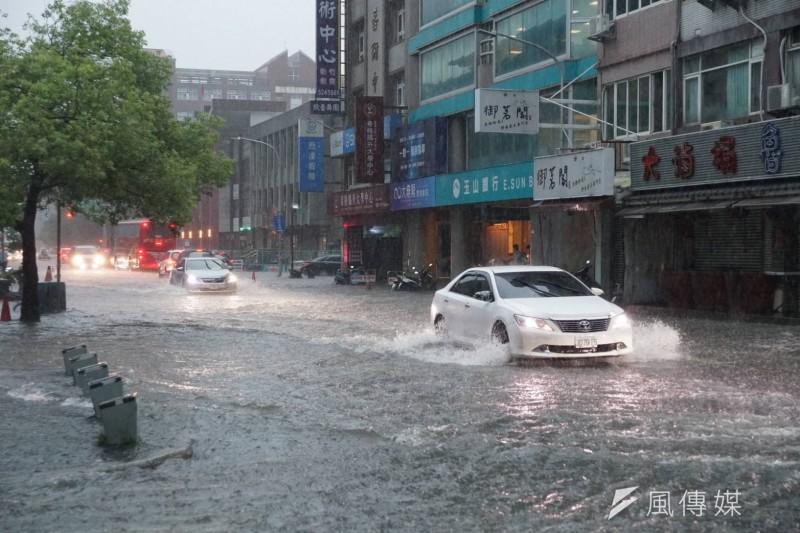 20190517-新竹縣、市17日因大豪雨,造成不少地方的地下道、路段嚴重淹水。(盧逸峰攝)