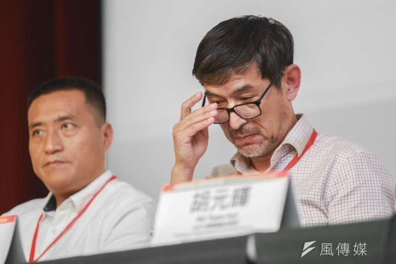 前六四戒嚴部隊軍官李曉明(右)、與六四受害者方政(左)18日出席六四事件30週年研討會。(簡必丞攝)