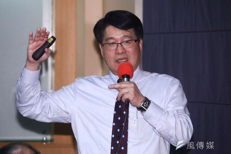 台灣民意基金會董事長游盈隆23日於臉書發文,表示贊同民進黨主席卓榮泰於總統初選協調會的發言,誇讚其維持住民進黨的基本格調、尊嚴和信用。(資料照,蔡親傑攝)
