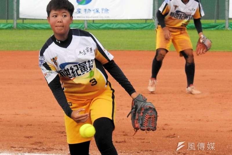 新世紀黃蜂陳筱雯本季首次掛帥先發,投出生涯代表作。(圖/徐炳文攝)