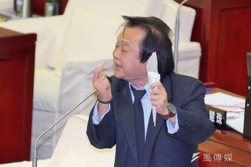 20190502-台北市議員王世堅於市議會中質詢。(盧逸峰攝)