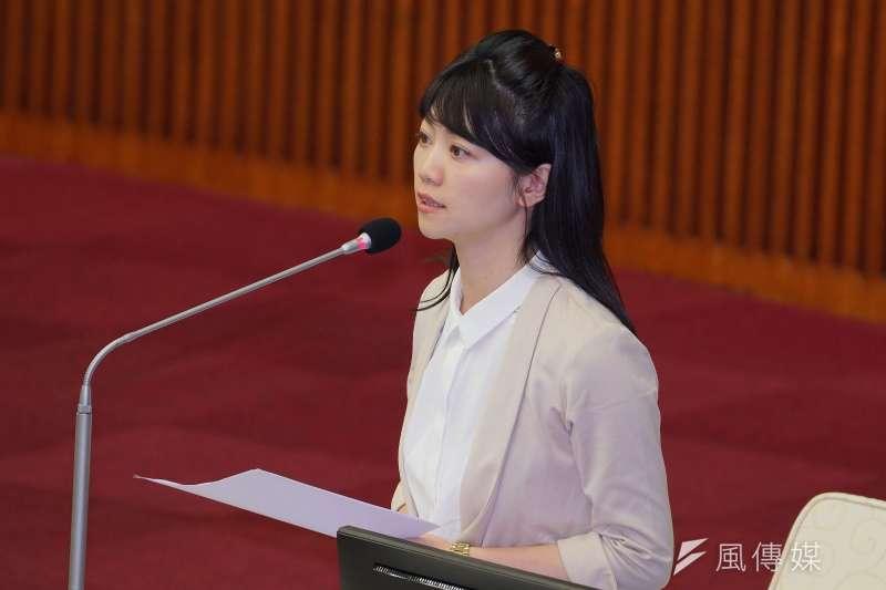台北市議員高嘉瑜(見圖)在臉書發文肯定經濟部投審會駁回雙子星案,引來柯粉批評。(盧逸峰攝)