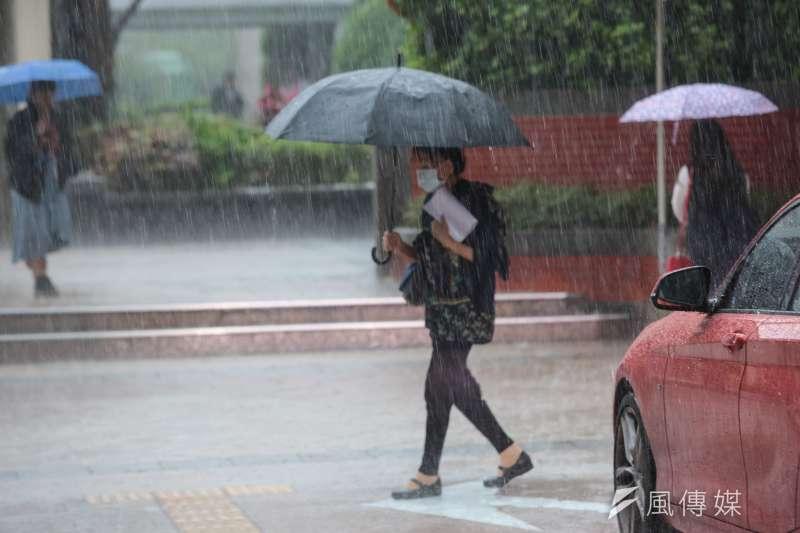 大雨配圖。(顏麟宇攝)