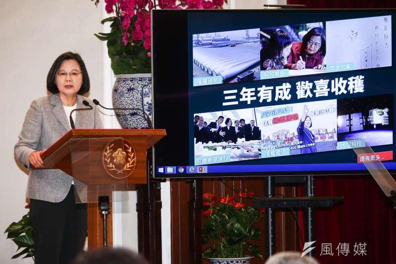 總統蔡英文20日主持「3年有成 台灣進步關鍵字」記者會。(蔡親傑攝)