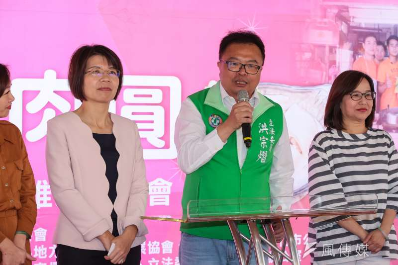 民進黨立委洪宗熠(右二)21日出席「全台最好吃肉圓立院車拚」記者會,推廣台灣在地肉圓。(顏麟宇攝)