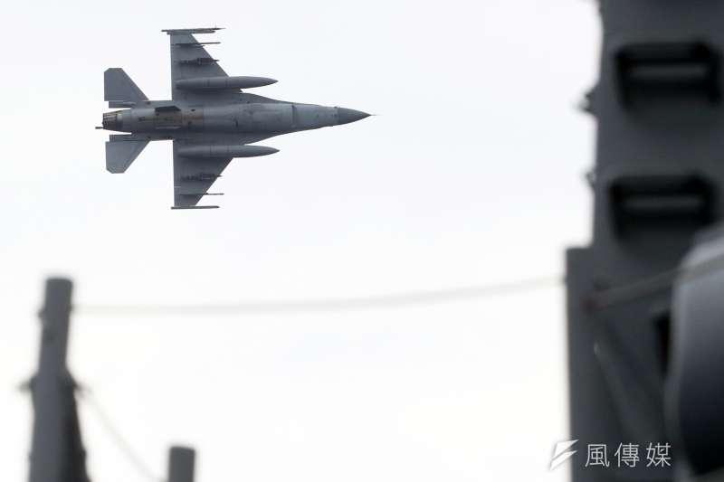 20190522-海軍22日進行東部海域戰備任務操演,採支隊編組方式實施。圖為F-16戰機。(蘇仲泓攝)