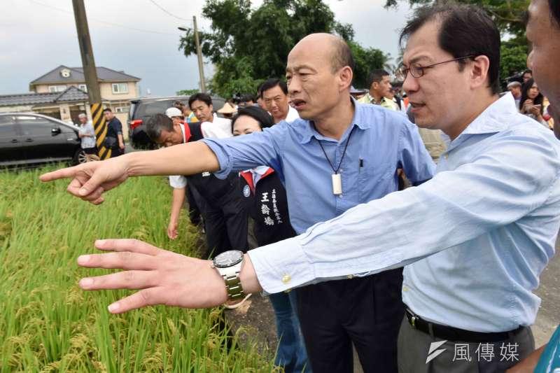高雄市長韓國瑜(右二)今說,「假設」參選總統,會用假日時間去選。(資料照,徐炳文攝)