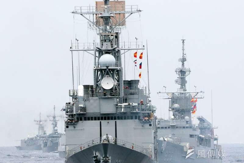 海軍5月在東部海域進行戰備任務訓練,出動20艘各型船艦參與演練,規模之大,5年之最。(資料照,蘇仲泓攝)
