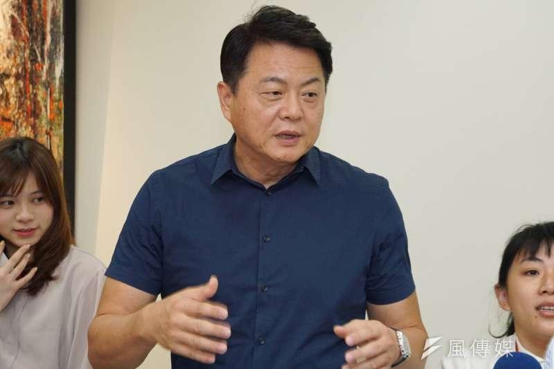 前台北縣長周錫瑋(中)批評,國民黨是輸怕了、窮怕了,才放任強棒參選人的言行。(資料照,盧逸峰攝)