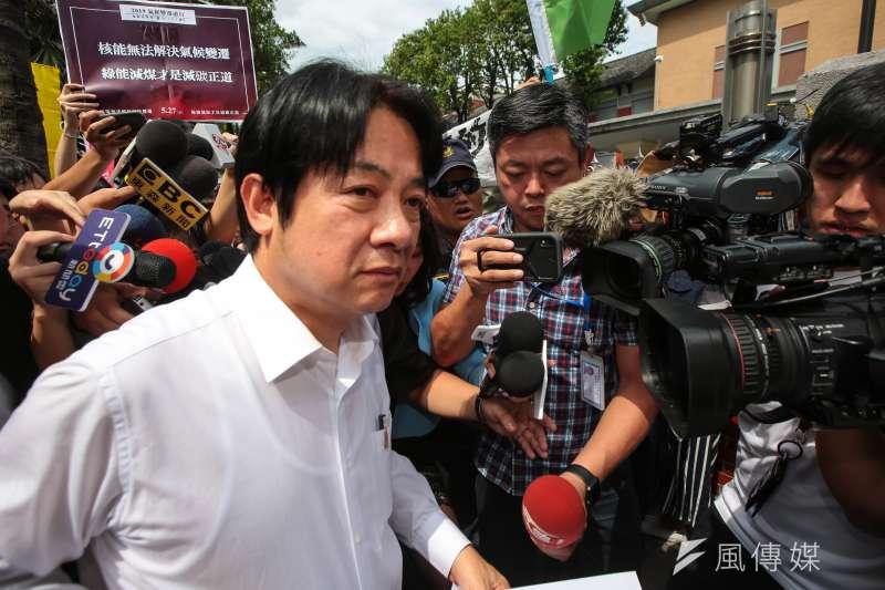 前行政院長賴清德(左)參選總統,昔在台南市長任內南鐵東移的爭議,再次躍上檯面。(資料照,顏麟宇攝)