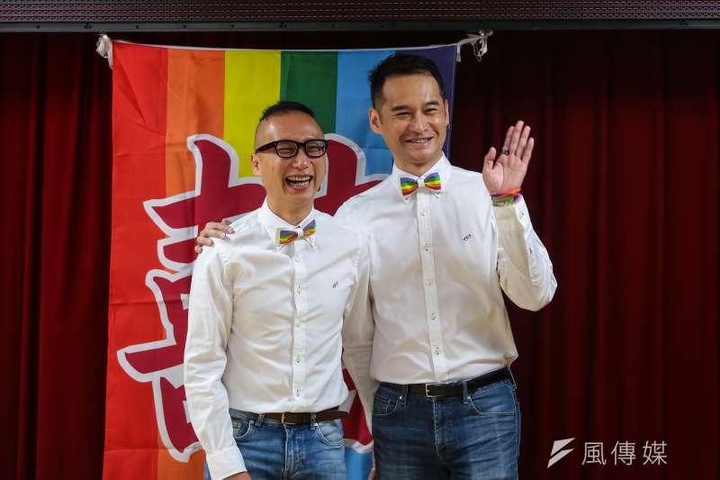 20190524-男性同志伴侶 Alex 和 Joe 24日出席伴侶盟召開「重返中正戶政,完成同婚登記」記者會。(顏麟宇攝)