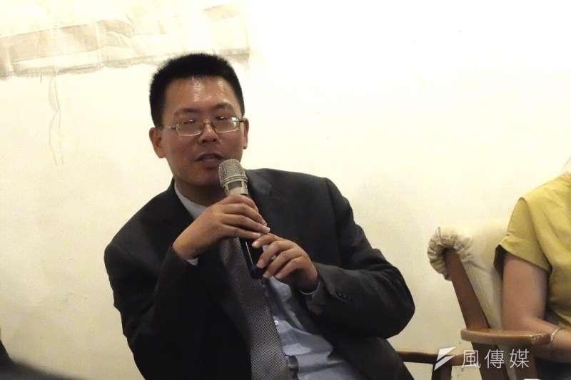 六四事件將屆滿30周年,中國律師滕彪25日於台灣進行演講。會中談及中國人權議題,滕彪提及自己曾在中國被關押70天的經驗,直言過程如掉進「黑洞」一樣,出不來就會死在裡面了。(謝孟穎攝)
