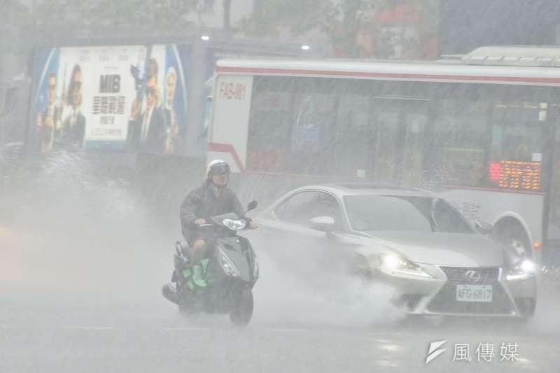 梅雨季來襲,全台大雨不斷,天氣風險公司總經理彭啟明表示,這波梅雨鋒面將告一段落,預計下周轉為典型夏季天氣。示意圖。(資料照,盧逸峰攝)
