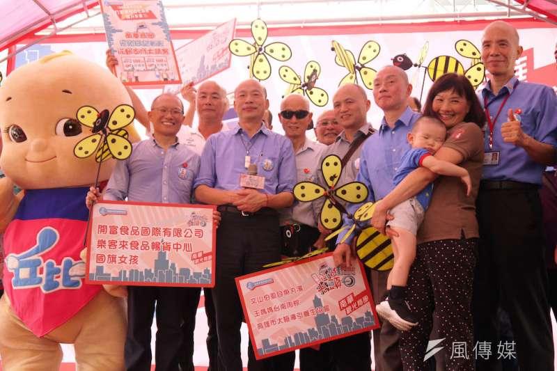 高雄市政府觀光局於南華商圈舉辦高雄光頭日節活動宣傳記者會。(圖/徐炳文攝)