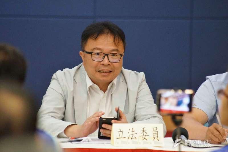 20190527-立委洪宗熠出席「立即連署,支持行政院版《工廠管理輔導法》記者會」。(盧逸峰攝)